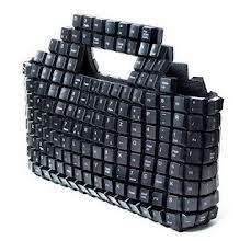 Cartera con teclas recicladas